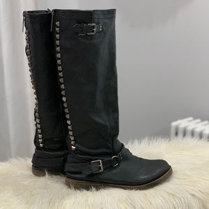 Breckelle's black leather boots size 9